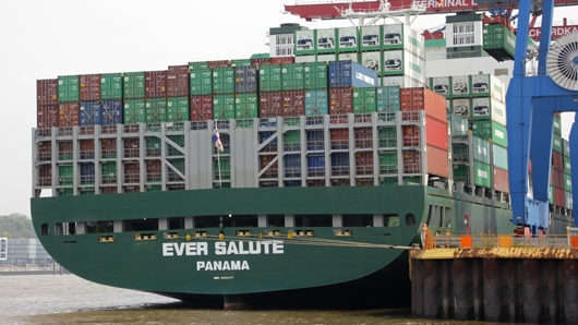 Containerschiff Ever Salute aus Panama